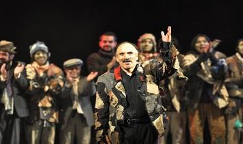 Aparapita de Mondacca Teatro, leyendo a Jaime Saenz