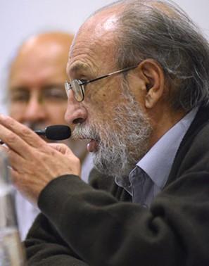 """Luis H. Antezana: """"Quieto ante un libro y una lámpara, uno se convierte en nómada"""""""